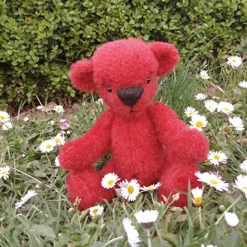 Voici un petit ours Arc en Ciel réalisé par Valérie